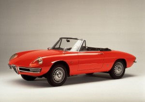 Alfa Spider Duetto : ici dans sa livrée Rouge Pininfarina. Un rouge plus orangé.