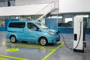 Animé par le moteur électrique issu de la Leaf, il délivre une puissance de 109 ch. Batterie lithium-ion compact.