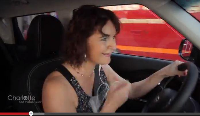 Femme volant