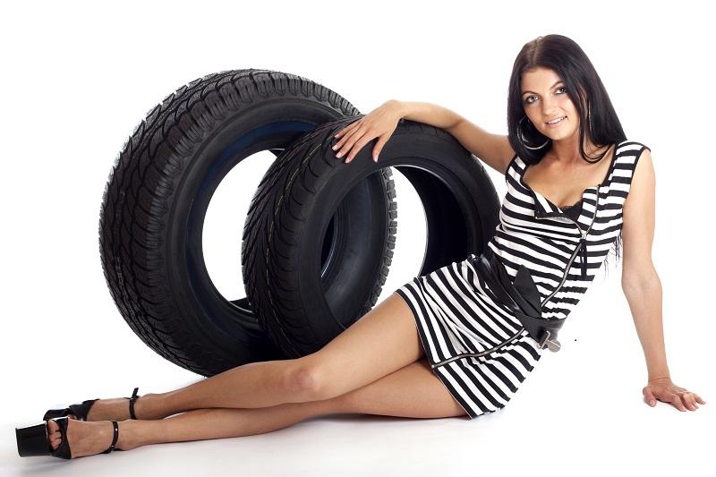 les femmes savent changer toutes seules un pneu crev charlotteauvolant. Black Bedroom Furniture Sets. Home Design Ideas